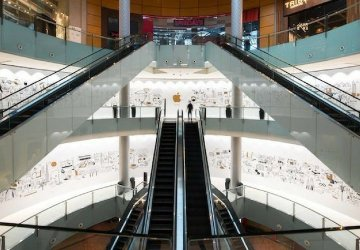image of the Apple store at The Dubai Mall