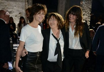 Image of Jane Birkin with her daughters Charlotte Gainsbourg and Lou Douillon