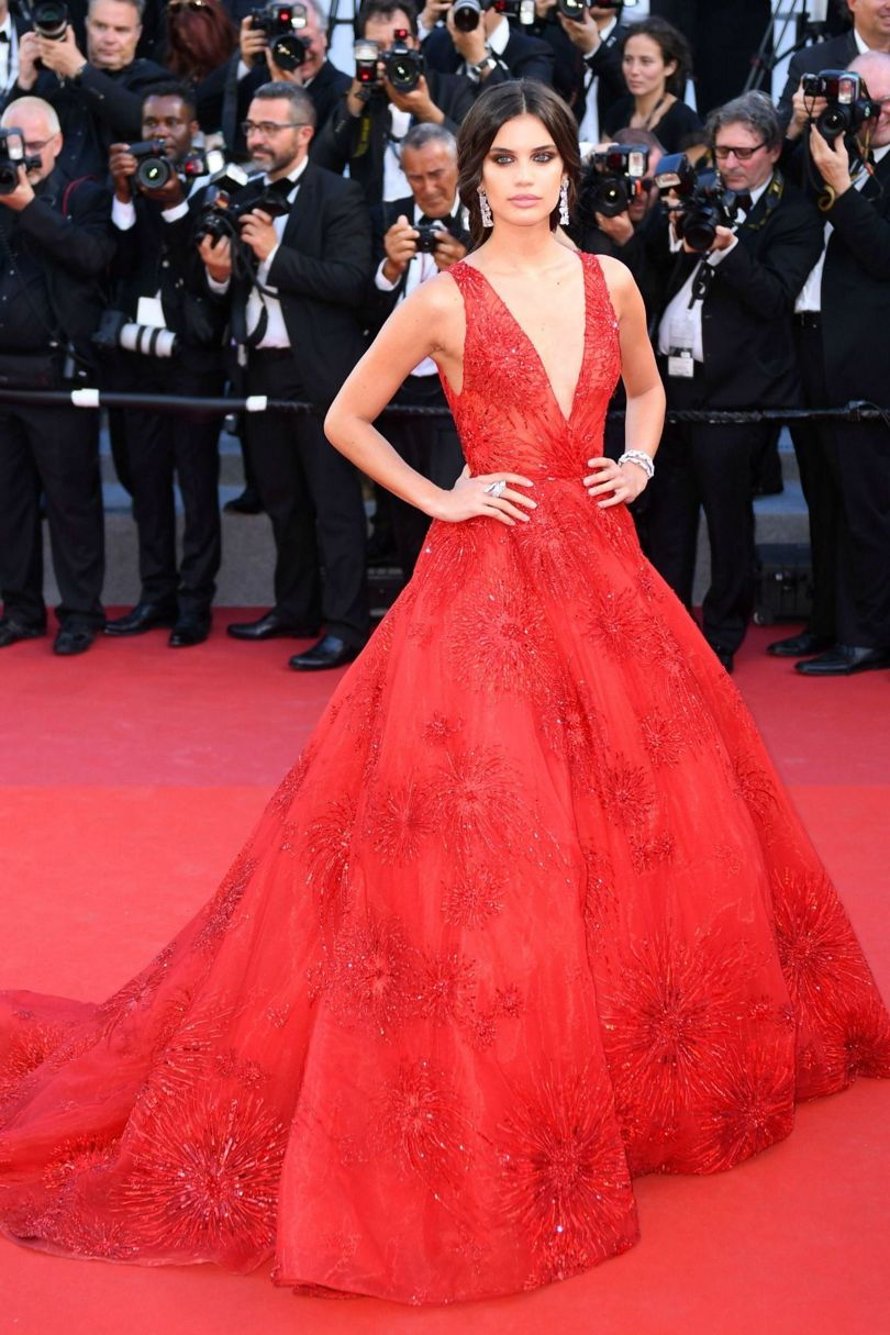 Sara Sampaio on the red carpet in Cannes 2017