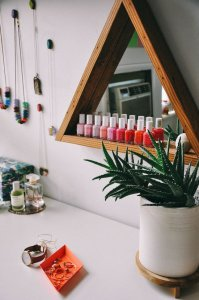 See how to organise your vanity using photogenic shelves.
