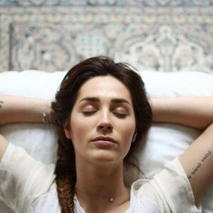 If you have struggled to sleep at night, these few tips will guarantee you a better and more relaxing bed time.