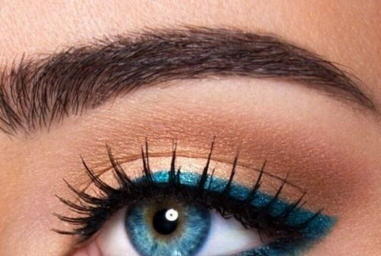 Follow The Glam Magazine's tips on how to apply makeup for blue eyes.