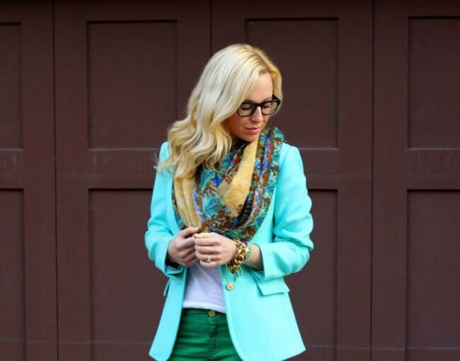 If you're a blonde and you don't know what to wear, read which colours compliment you the most.
