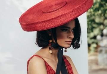 Straw hats are are more than a mandatory element in our summer and this piece by Cult Gaia is not to be missed.