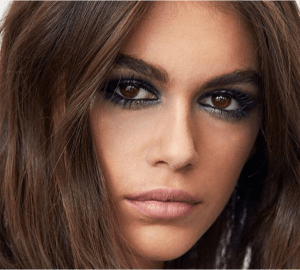 Fresh news from the fashion world is that Kaia Gerber, the daughter of Cindy Crawford is the new face of the beauty line of Yves Saint Laurent.