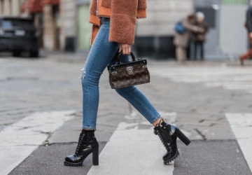 Which are the best shoes to wear with your favorite skinny jeans? The three shoe styles we listed today are knee high boots, pointy heels and mules.