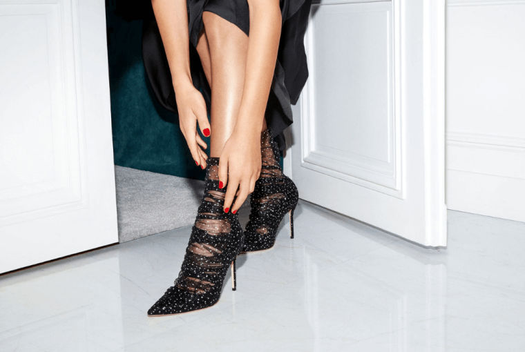 New Year's Eve is when you break the rules and stay away from the classic black heels.Do not overlook the shoes as part of your outfit, but think practical.
