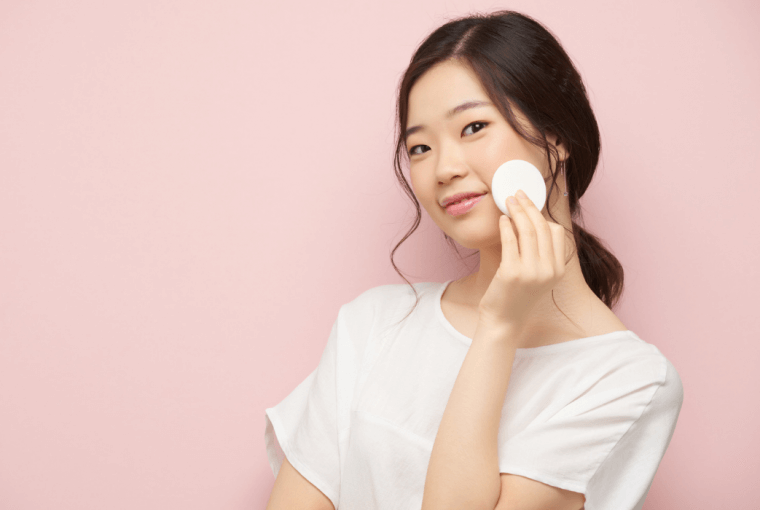 The skin of the Koreans looks impeccable: perfectly smooth, clean like porcelain. It is not just about genetics, but also about care