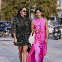 Take a look at our selection of 12 pink dresses worn by street style girls' that will inspire you and make you forget the panic.