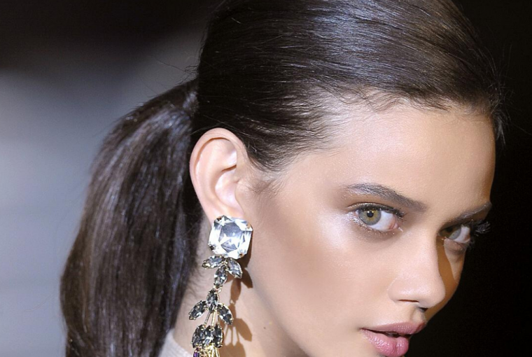 Summer is here and our hair calls for rest from styling and heat, so pony tail is coming to the rescue. Easy yet chic, we share 7 ideas to inspire you.